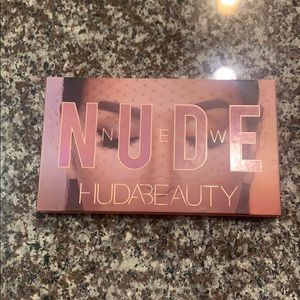 New Nude Palette Huda Beauty